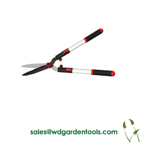 Manual hedge trimmer